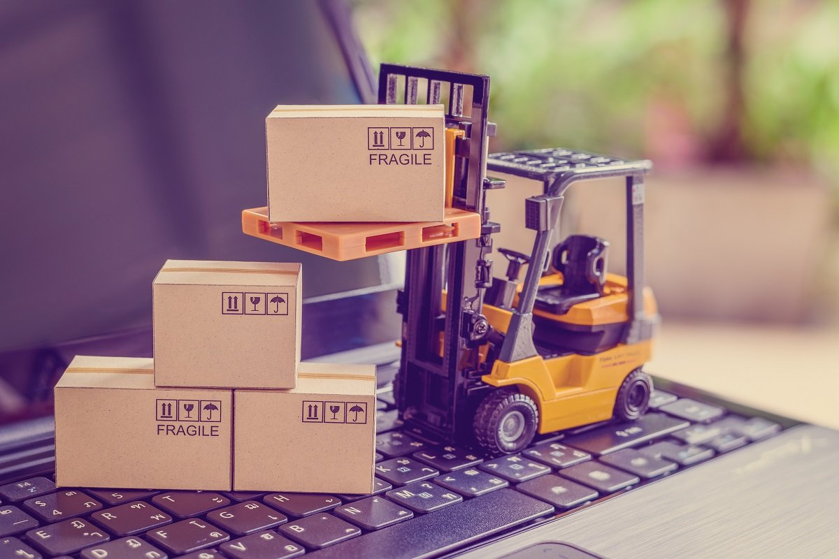 Retail vs. eCommerce: Is Expanding Your Business Online Worth It?
